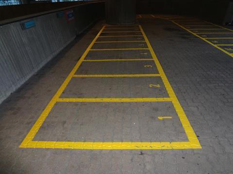 Motor-parkeervak-belijning-DNB